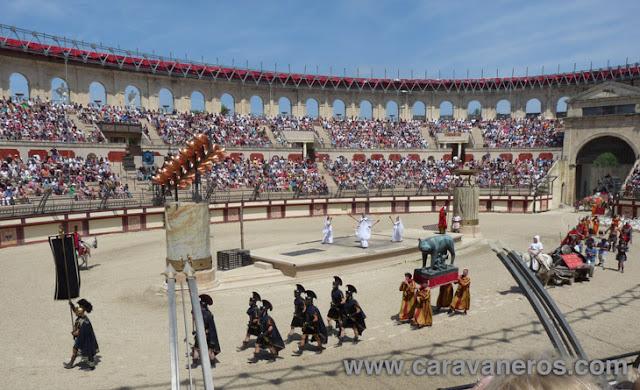 Foto de los Galos y romanos compiten en el gran Coliseo del Puy du Fou | Caravaneros.com