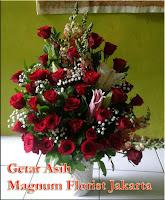 Rangkaian Bunga Mawar Merah Nan Anggun