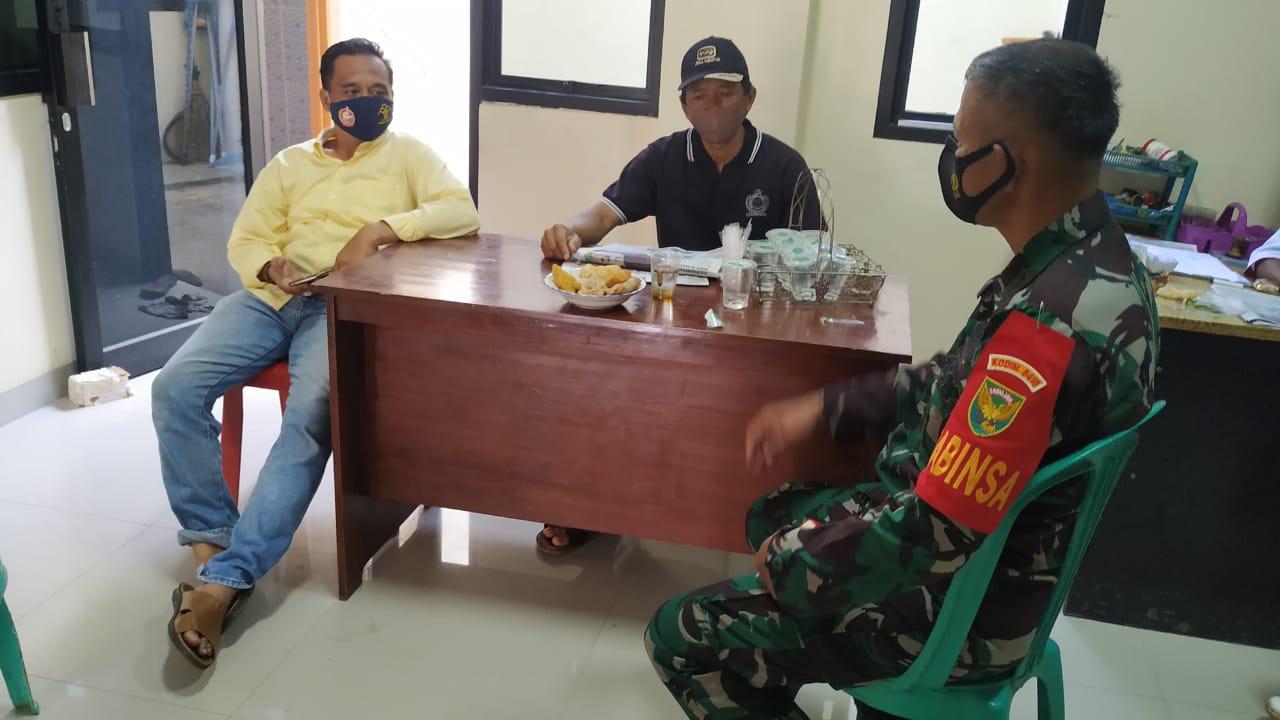 Koramil 410-06/kedaton peltu mansyah  melaksanakan kegiatan komunikasi sosial dengan tokoh masyarakat
