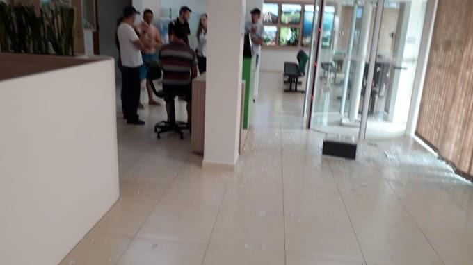 Porto Barreiro: Bandidos armados assaltam agência do Sicredi