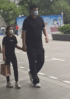 Yao Qinlei holding hand with her father Ming while walking