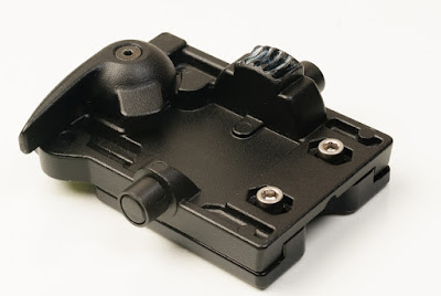 Manfrotto 400 QR mounting platform on M400 adapter bottom view - fixed