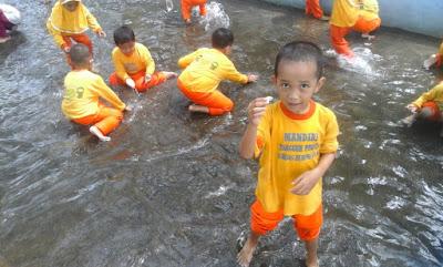 tangkap ikan untuk TK di Alas Prambon Outbound