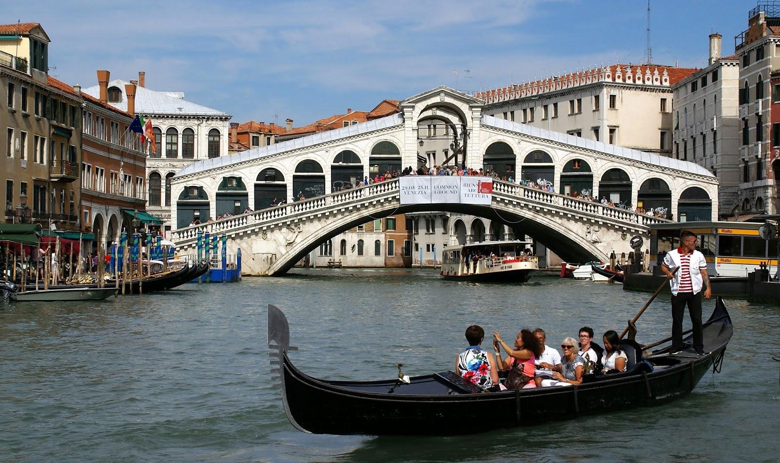 Мост в Венеции через Большой канал