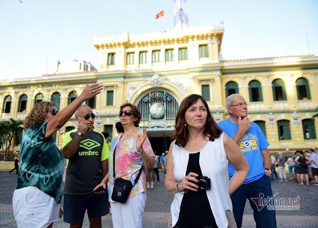 TP.HCM xử nghiêm hành vi kỳ thị, từ chối phục vụ khách nước ngoài
