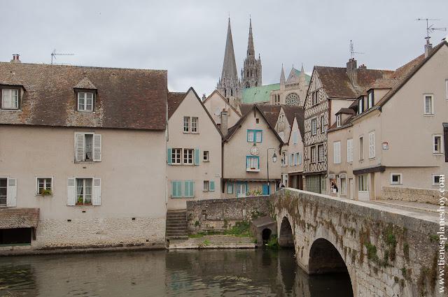 Chartres lugares bonitos Francia diario viaje en coche turismo