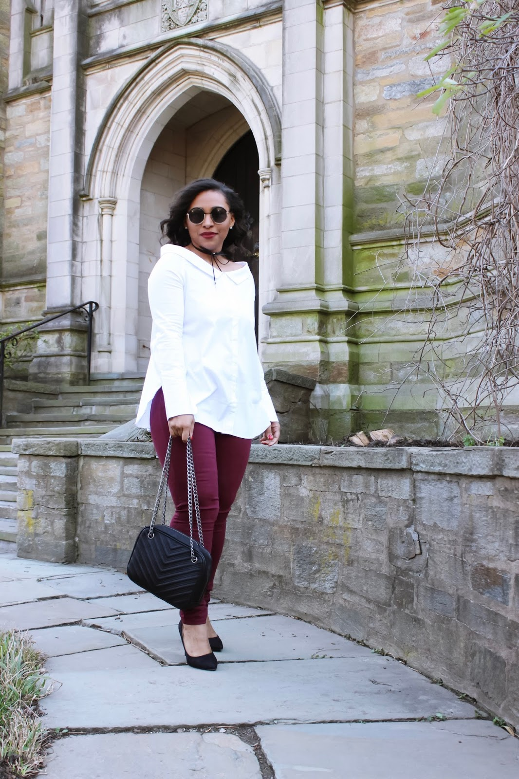 Spice Up The Classic White Blouse, trendy tops, round frame sunglasses, bcbg purses, harry potter background, neck bow chokers, white button up, chain strap purse