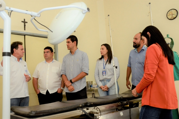 Hospitais de  Delmiro Gouveia e Piranhas recebem novos equipamentos