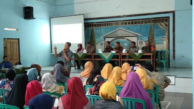 Dukung Kesejahteraan Masyarakat Babinsa Koramil 05/Candiroto Ikut Serta Sosialisasi Program Sembako