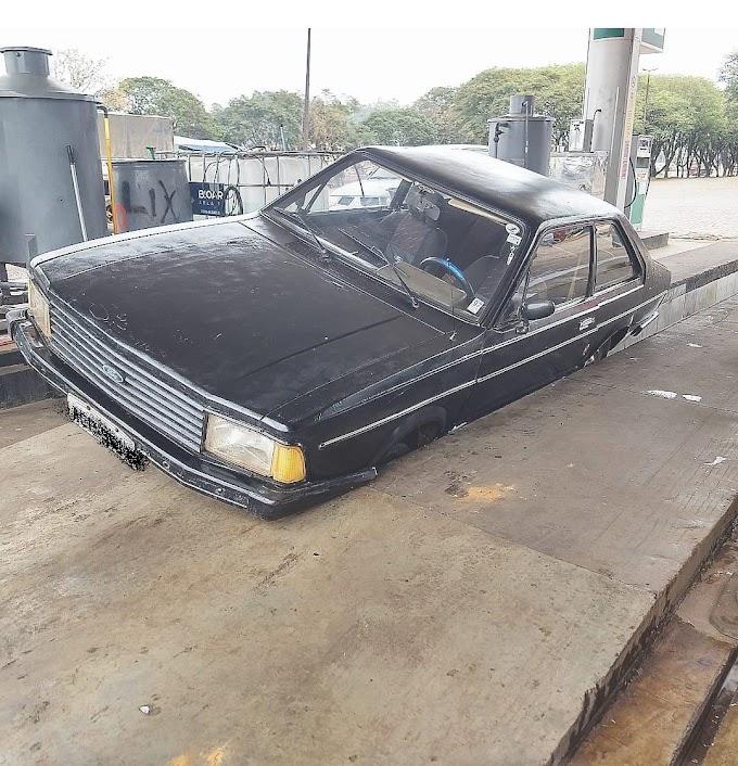 Jacuzises: Carro cai em rampa de posto de gasolina no Cantagalo