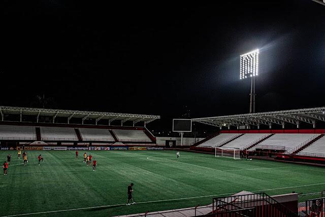Refletores do Estádio Castelo do Dragão