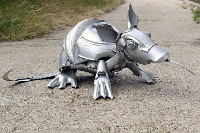 11-Armadillo-Ptolemy-Elrington-Hubcap-Creatures-and-other-Car-Parts-Animal-Sculptures-www-designstack-co