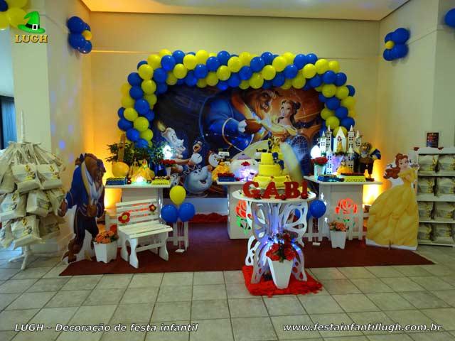 Decoração da mesa do bolo de aniversário A Bela e a Fera para festa infantil feminina - Barra (RJ)