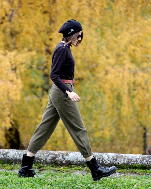 Estilo militar con pantalón slouchy