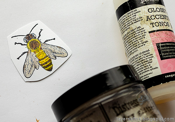 Layers of ink - Honey Bee Artist Trading Card Tutorial by Anna-Karin Evaldsson. Add glossy accents.
