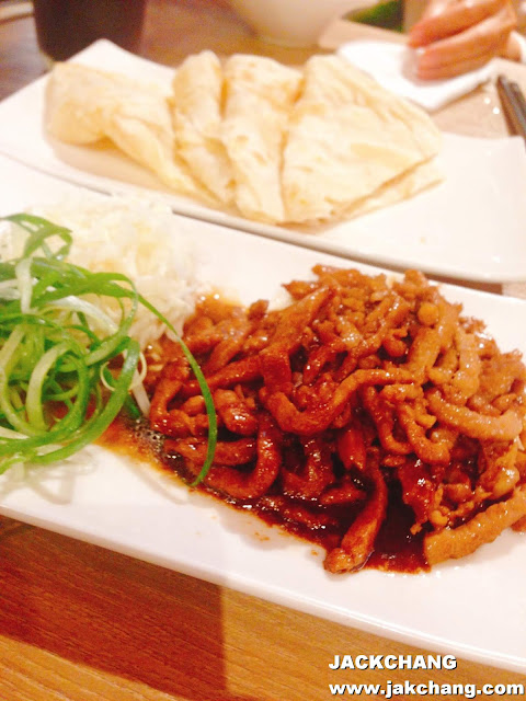 Beijing sauce pork wire with a pound cake