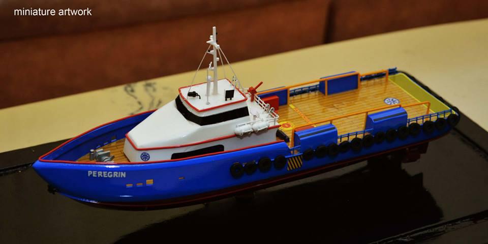 foto gambar miniatur kapal crew boat cb peregrin milik pt baruna raya logistics terbaru