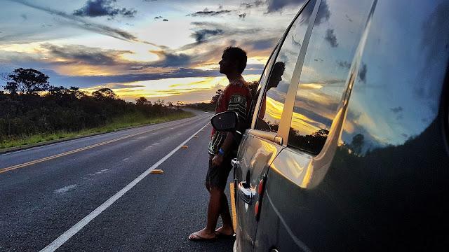 Pôr-do-sol na rodovia entre Alto Paraíso e São Jorge.