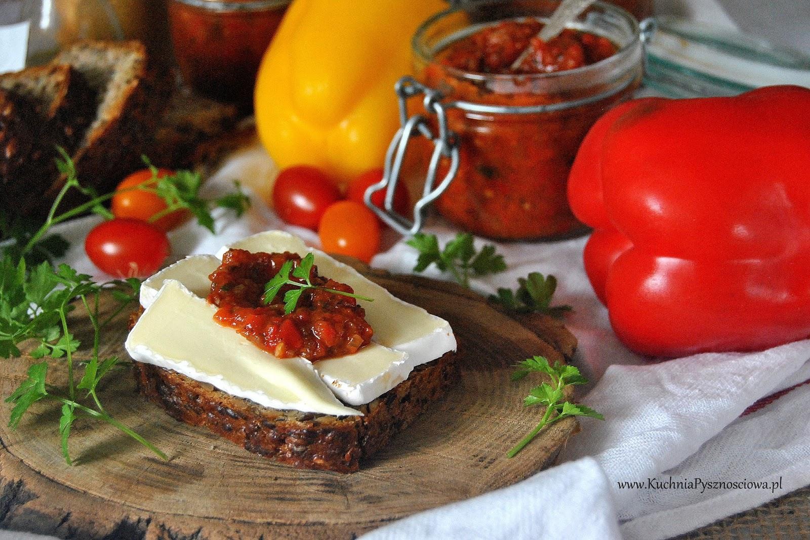 540. Pindżur, bałkańska pasta warzywna z pomidorami, papryką i bakłażanem