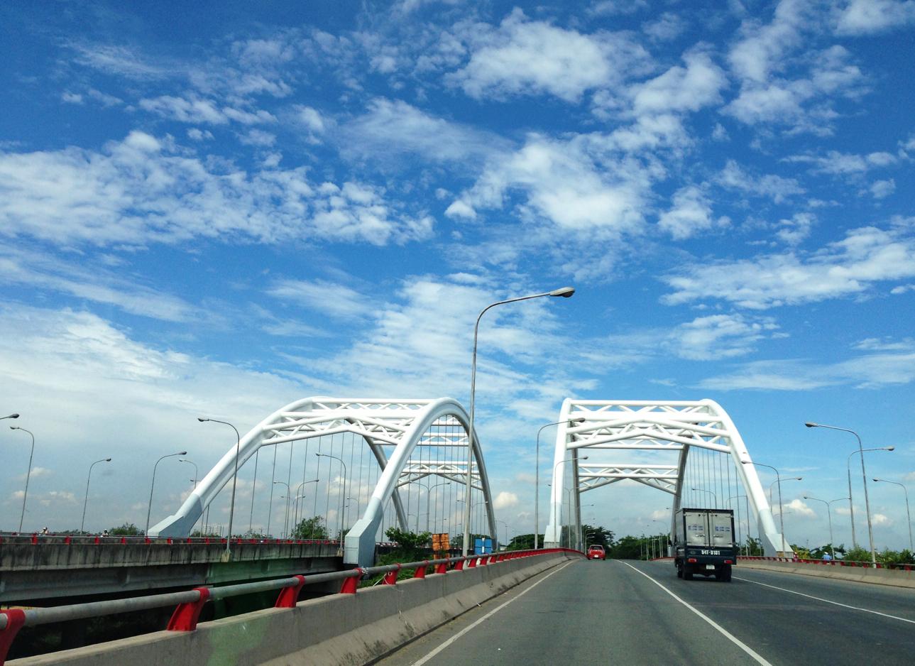Cầu Xóm Củi ở xã Bình Hưng góc đường Nguyễn Văn Linh