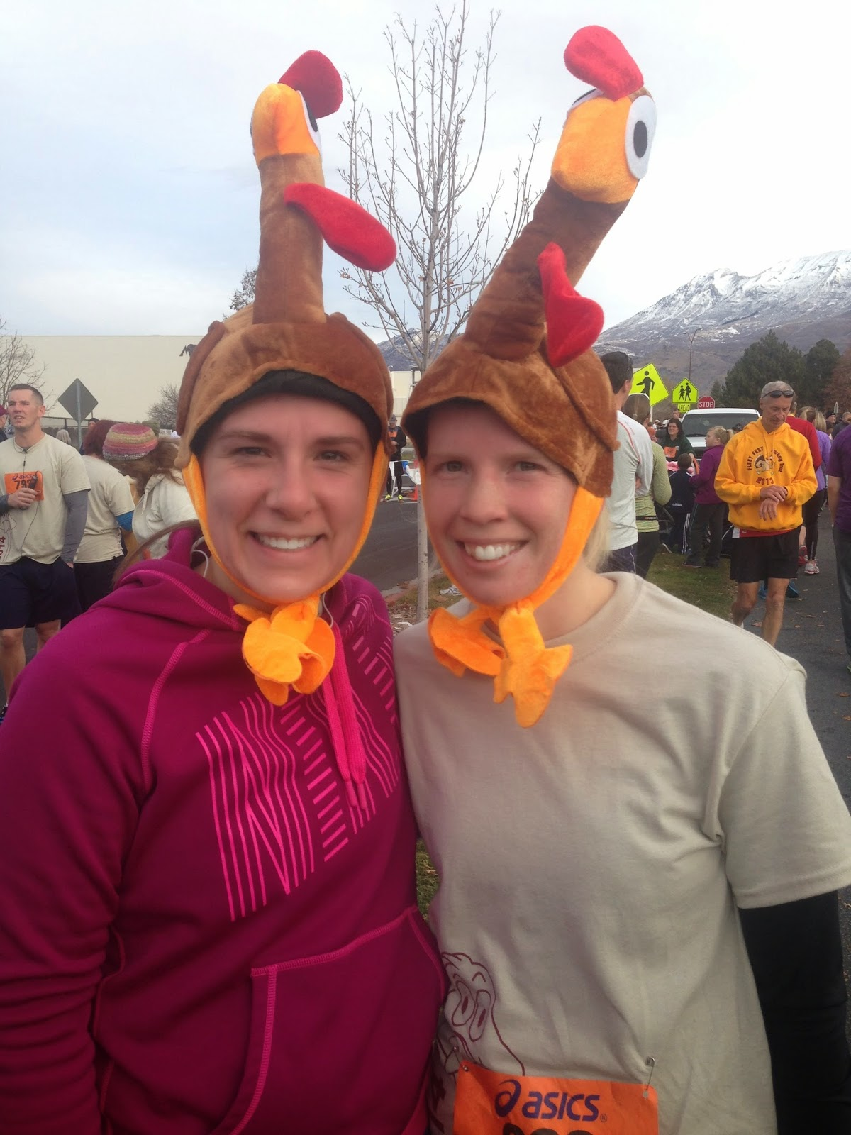 alli and I running the turkey trot on thanksgiving training for the dopey challenge