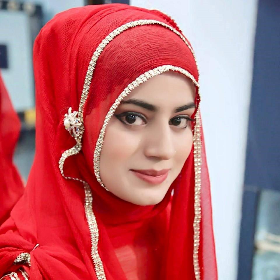 Famous urdu female Naat khwan Fozia khadim latest pic