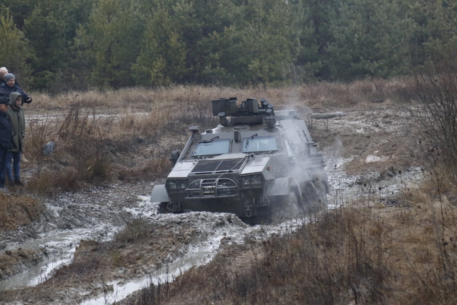 ЗСУ випробовували та обирали кращий бронеавтомобіль