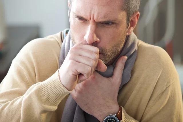 5 principais causas e como curar a tosse seca persistente