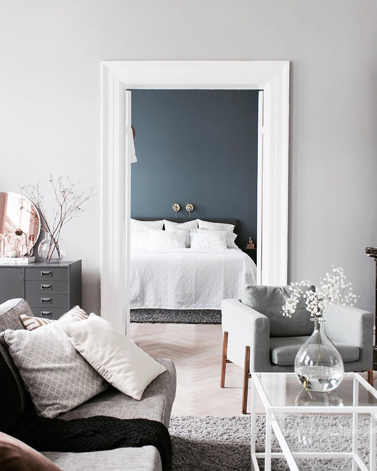 Cozy scandinavian apartment with a blue bedroom of Felicia Alm