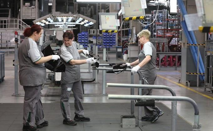 A szabadságolások és a munkanapok száma hullámvasútra ültette az ipari termelést