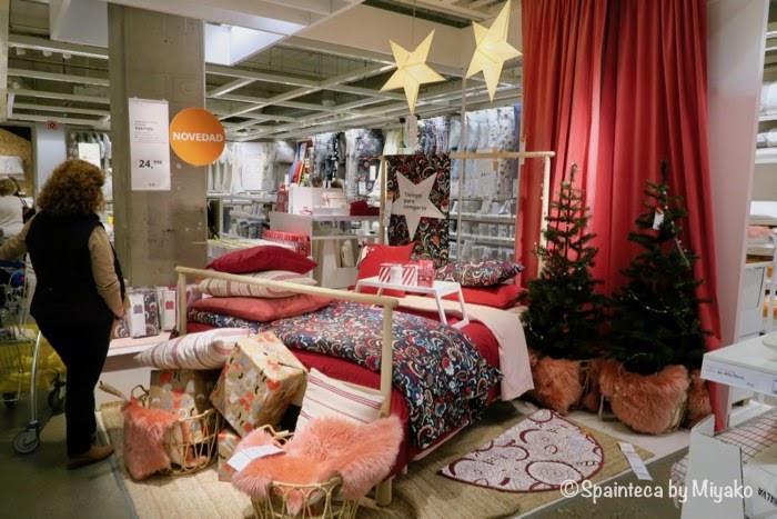 クリスマス時期のスペインのイケア展示場