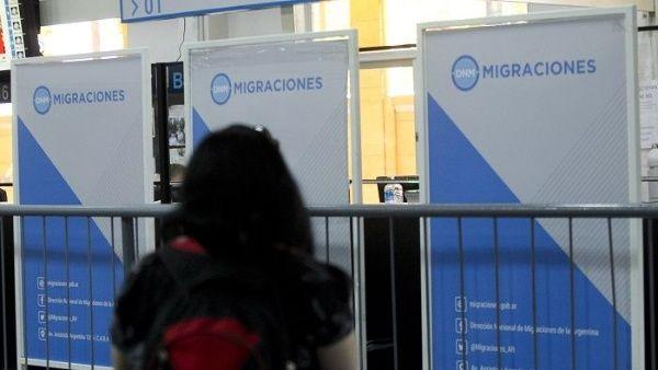 Gobierno de Argentina exigirá antecedentes penales de 10 años a extranjeros para residir en el país