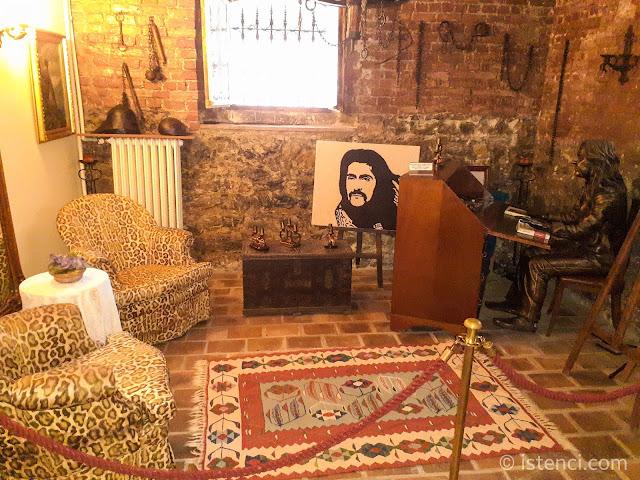 Barış Manço 81300 Müzesi: Şövalye Odası