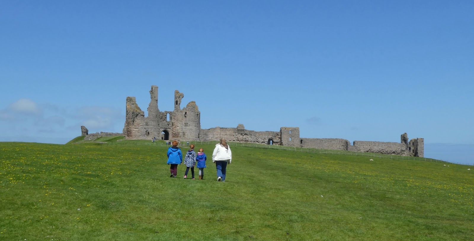 10+ Easy Coastal Walks in North East England  (less than 2 hours long) - Craster to Dunstanburgh Castle Walk