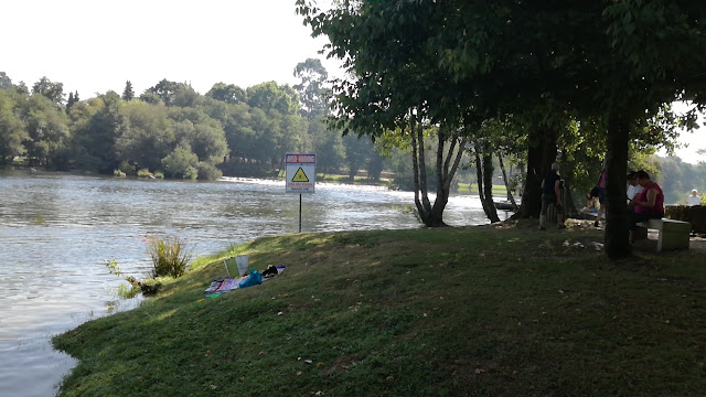 Zona de sombra ao lado do Rio Cávado