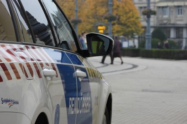 Idős ember karcolt végig egy szerinte rossz helyen parkoló autót Debrecenben
