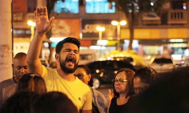 Evangelista prega em ônibus durante assalto e passageiros aceitam Jesus