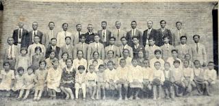 Dezessete famílias das 20 que chegaram a Katsura em 09/11/1913. Década de 1940-1950.
