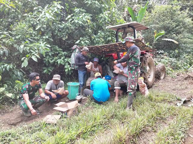 Warga Bangga Bisa Membantu TNI Dalam TMMD