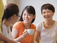 Tindak tutur atau pertuturan (speech act) adalah seluruh komponen bahasa dan nonbahasa yang meliputi perbuatan bahasa yang utuh, yang menyangkut peserta di dalam percakapan,