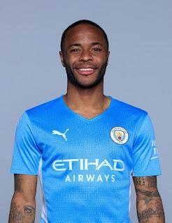 ستيرلينج بقميص مانشستر سيتي الجديد 2022