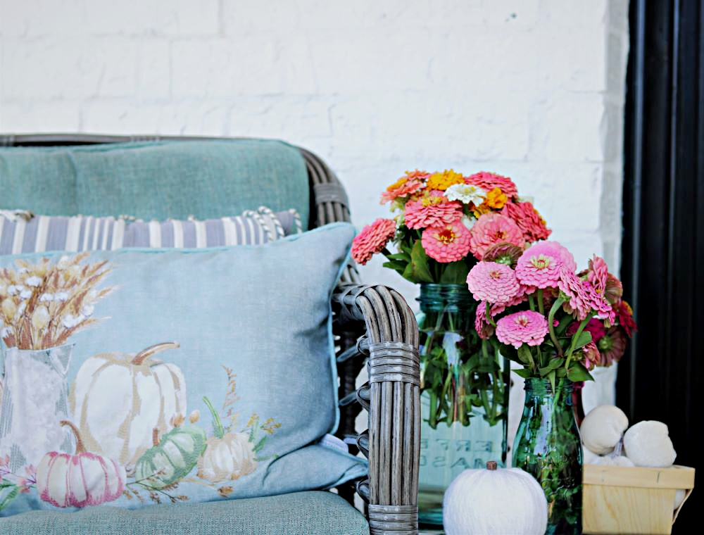 Fall-pillows-porch-décor-decorating-athomewithjemma