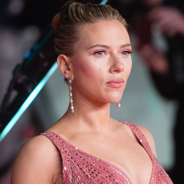 Scarlett Johansson Shows Off Her Sexy Cleavage and Thighs with Stylish Earrings Actress Trend