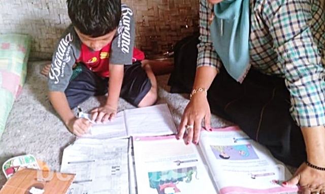 Enam Kiat Orangtua Mengajar di Rumah