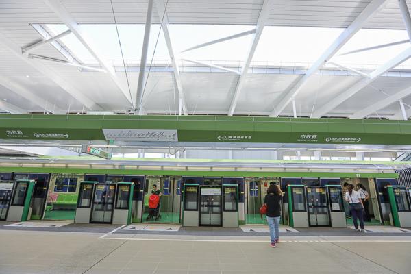 台中捷運綠線市政府站內外景觀設施和車廂開箱,國慶日開放參觀
