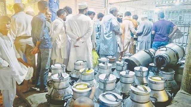 पाकिस्तान में पेट्रोल से भी महंगा हुआ दूध, मुहर्रम पर बढ़ीं लोगों की मुसीबत