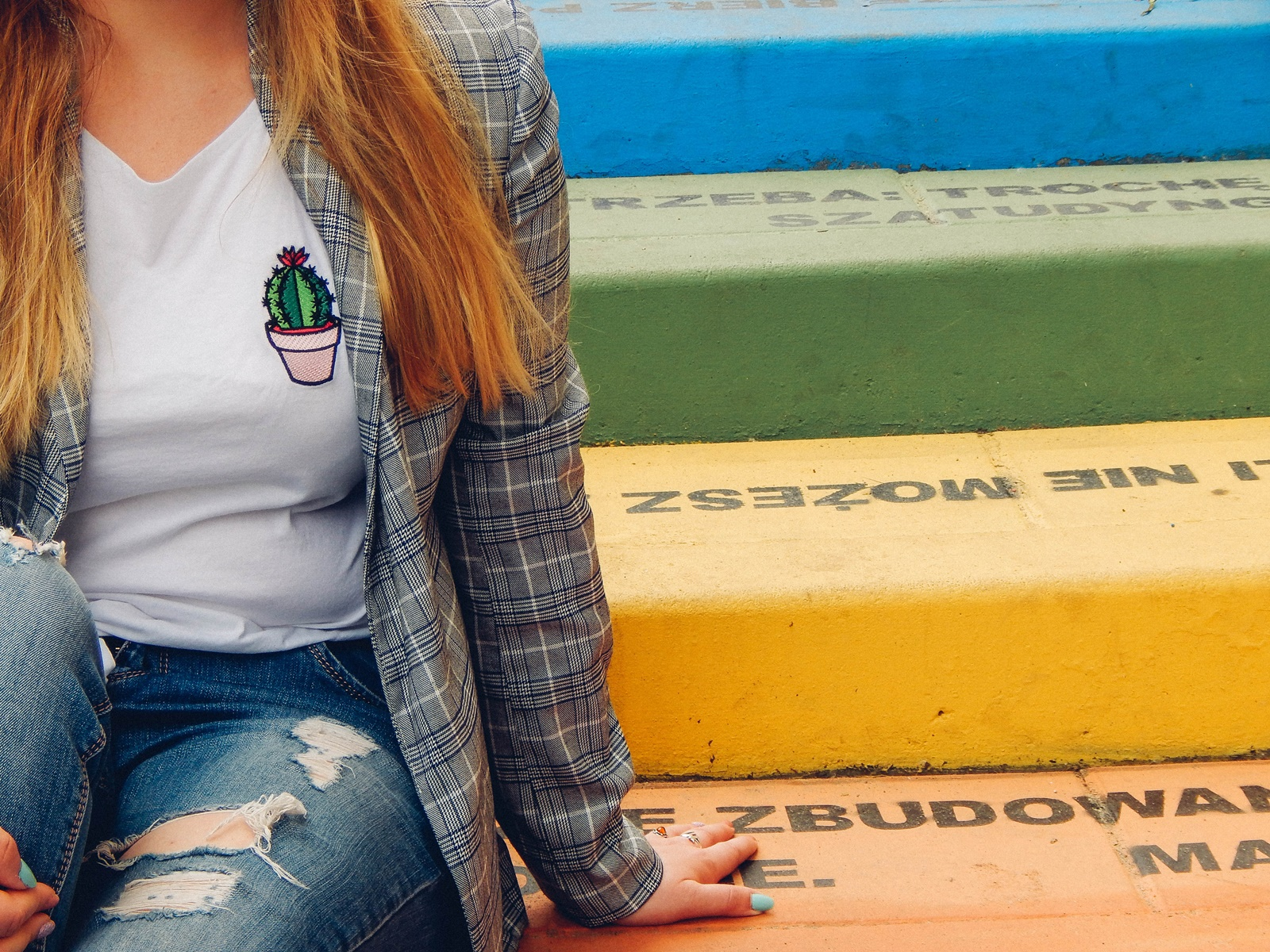 1 nakd zniżka outfit moda blog modowy jak nosić marynarkę w kratkę tshirt z kaktusem jak nosić podarte jeansy vansy moda streetwear style fashion outfit blog lifestyle łódź