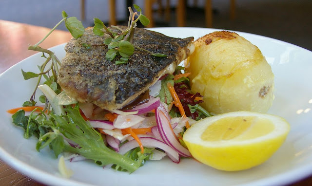 Black Spur Inn, Narbethong, fish of the day