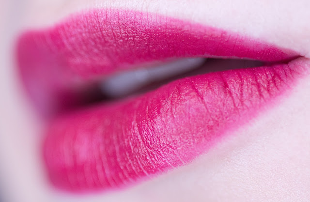 Isadora Lip Sculpting Lipstick «Berry Kiss» 60 свотчи