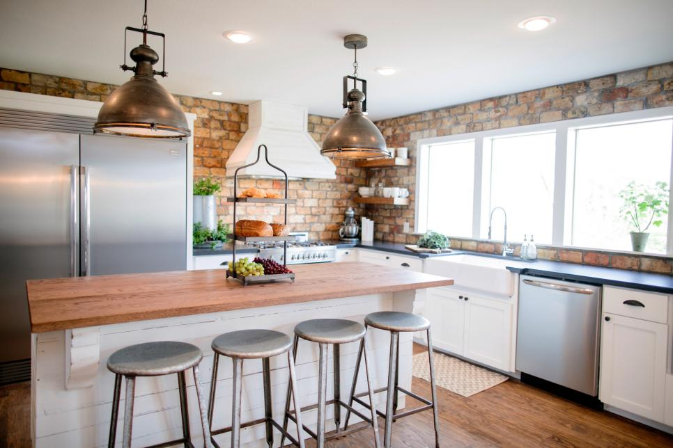9 Fixer Upper + Joanna Gaines Farm House Kitchens that You ...